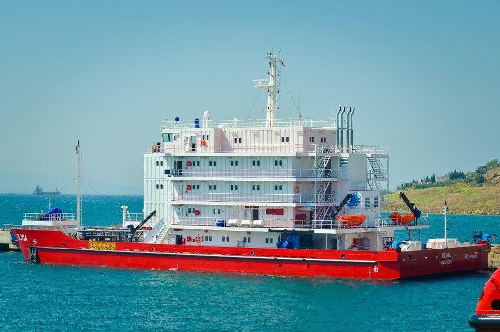acomodation vessels_0000_OLIVIA ACCOBARGE1.jpg